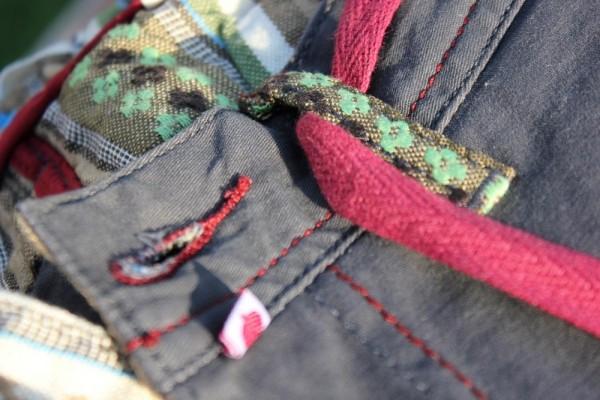 Dyskretny branding x Nietuzinkowe wykończenie wnętrza x Nieśmiertelna sznurówka.