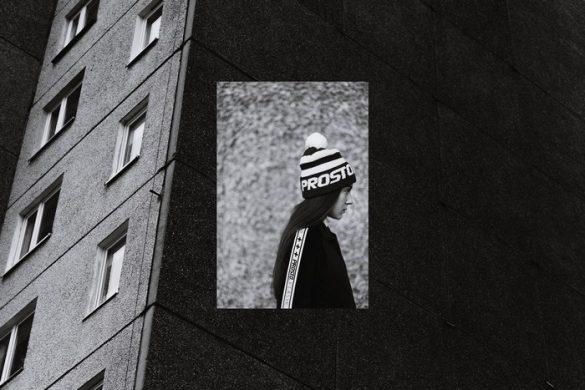 Mateusz Szeliga odczarowuje osiedla – Architektura modernistyczna X polski streetwear