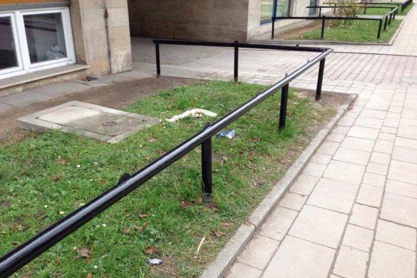 Złe wieści z Krakowa: Rurki na szlaku potraktowane skatestoperami